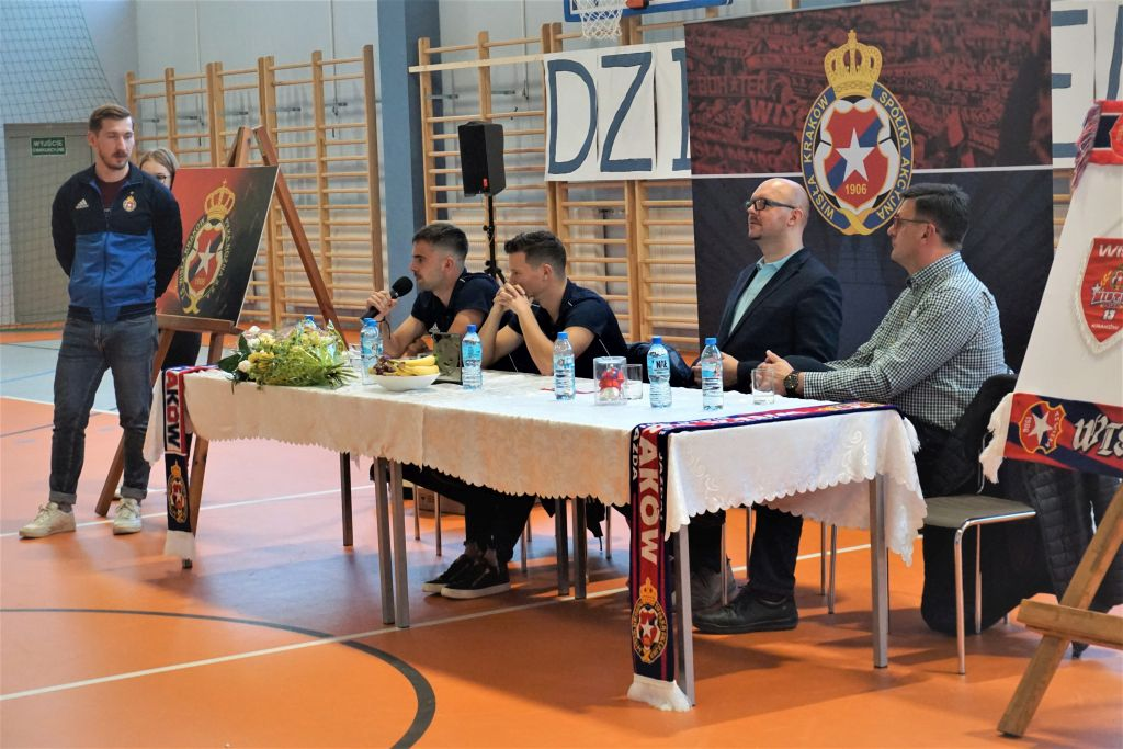 spotkanie_z_pilkarzami_4.jpg